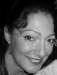 Frederike Tepe ist Musikerin aus Leidenschaft und spielt seit ihrer frühen Schulzeit Violine und Viola. Seitdem brachte sie mit verschiedenen Orchestern ... - Frederike_HH_klein